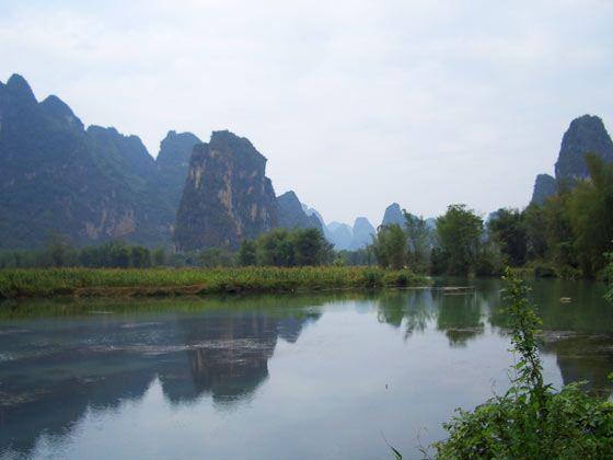 """观赏阳堤烟雨,浪石风光等,体会""""桂林风景甲天下,如诗中画画中诗""""的"""