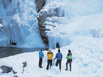 北京出发 百变四季加拿大北极圈黄刀幸福极光