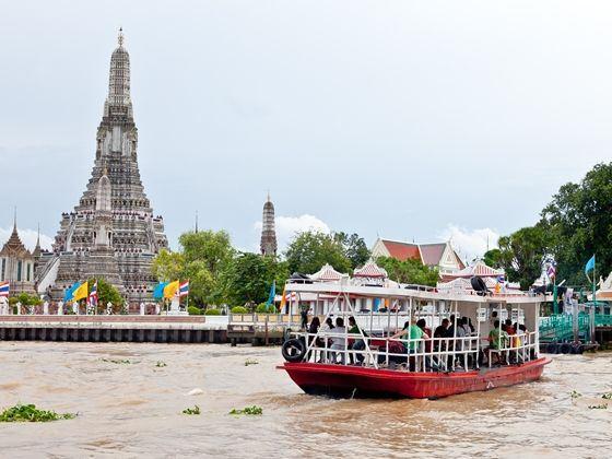 期间或有民俗传统舞蹈笙歌,木雕艺术敲打声,把泰国传统文化展现如此多